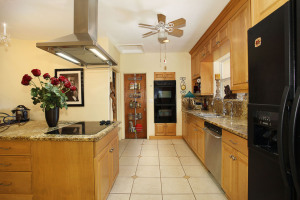 005-Kitchen-1141053-mls