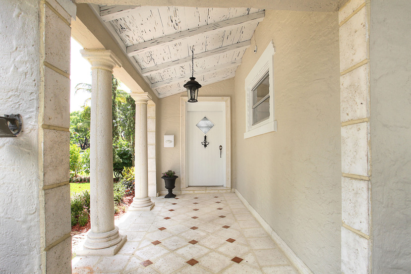 004-Front_Entrance-1673992-small