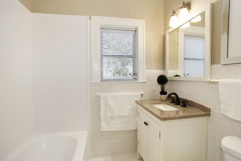 020-Bathroom-1674004-small