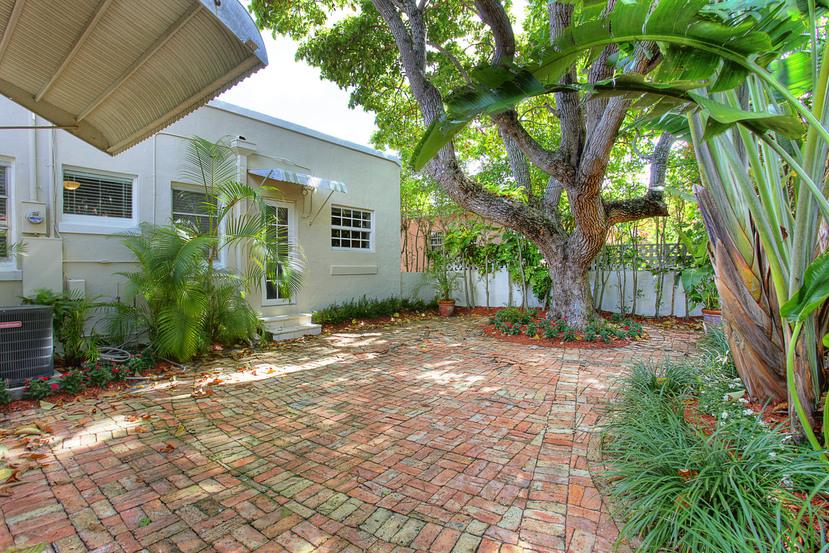 023-Backyard-1674013-small