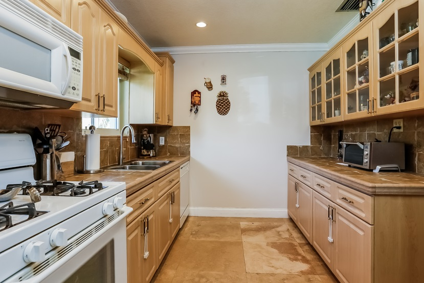 11805 SW 82nd kitchen 4