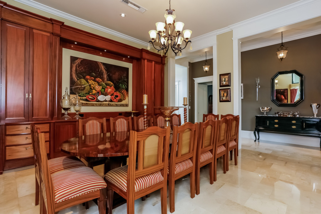 015-Dining_Room-2356429-large