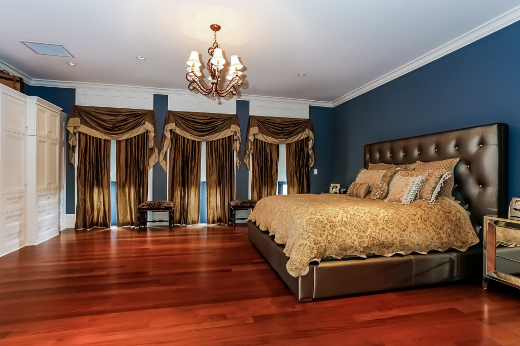041-Master_Bedroom-2356573-large