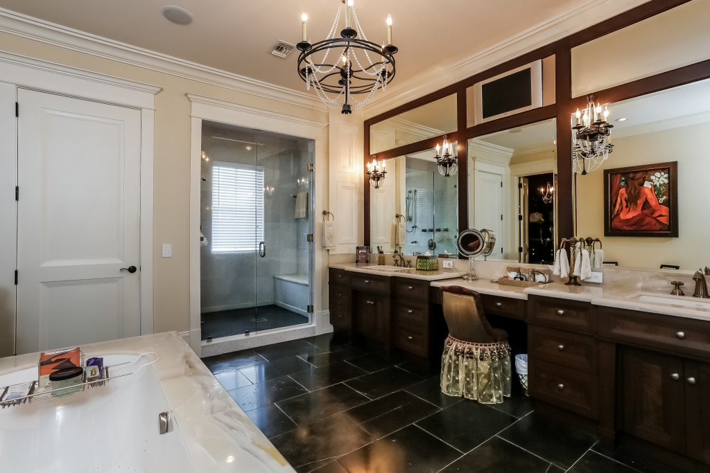 047-Master_Bathroom-2356514-large