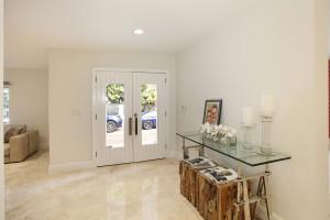 006-Foyer-2543453-medium