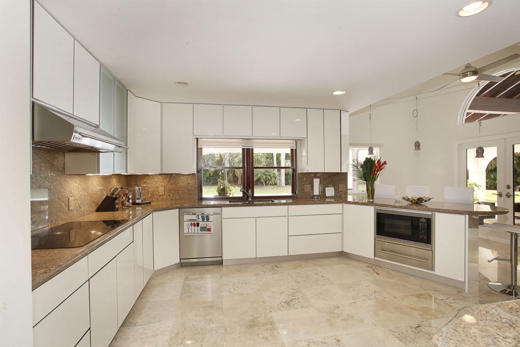 013-Kitchen-2543467-medium