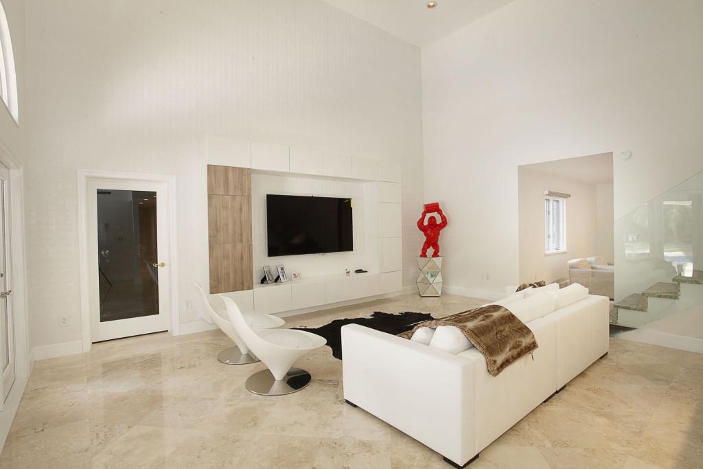 019-Family_Room-2543459-medium