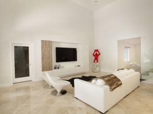 019-Family_Room-2543459-small4x3