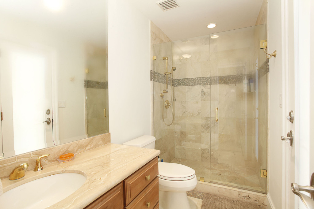 025-Bathroom-2543466-medium