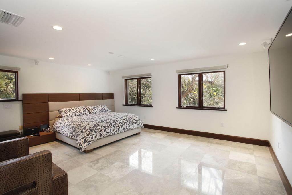 026-Master_Bedroom-2543480-medium