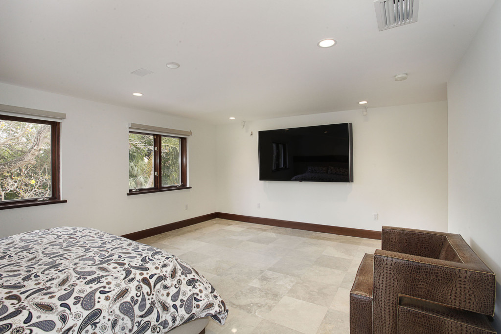 027-Master_Bedroom-2543481-medium