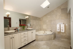 028-Master_Bathroom-2543477-medium