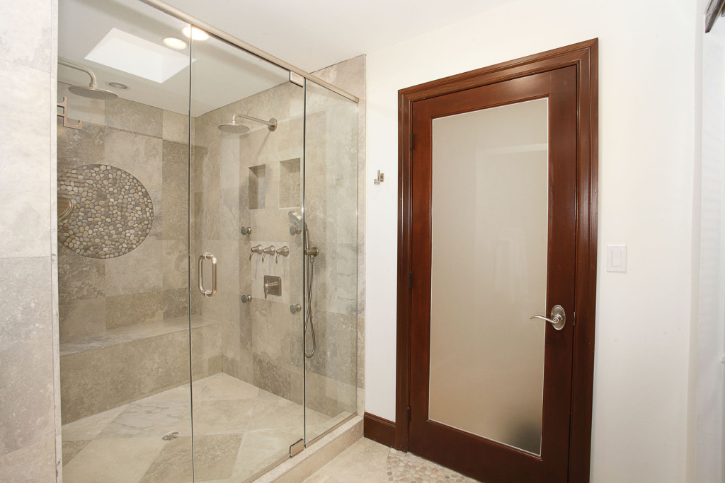 029-Master_Bathroom-2543478-medium