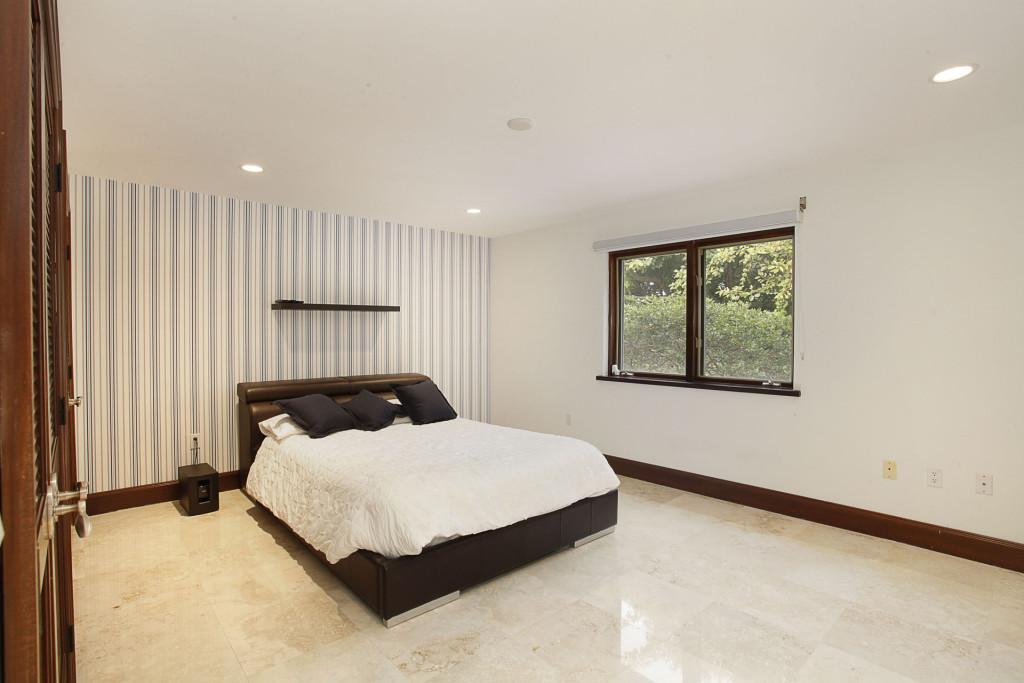 030-Bedroom-2543473-medium