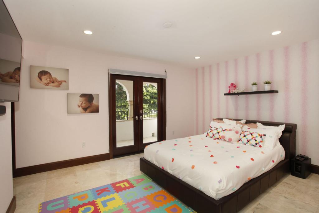 031-Bedroom-2543479-medium