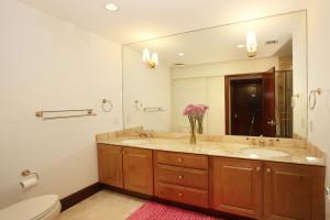 033-Bathroom-2543476-medium