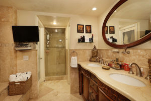 015-Master_Bathroom-3101566-small