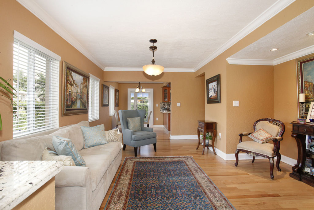 006-Living_Room-1792179-large