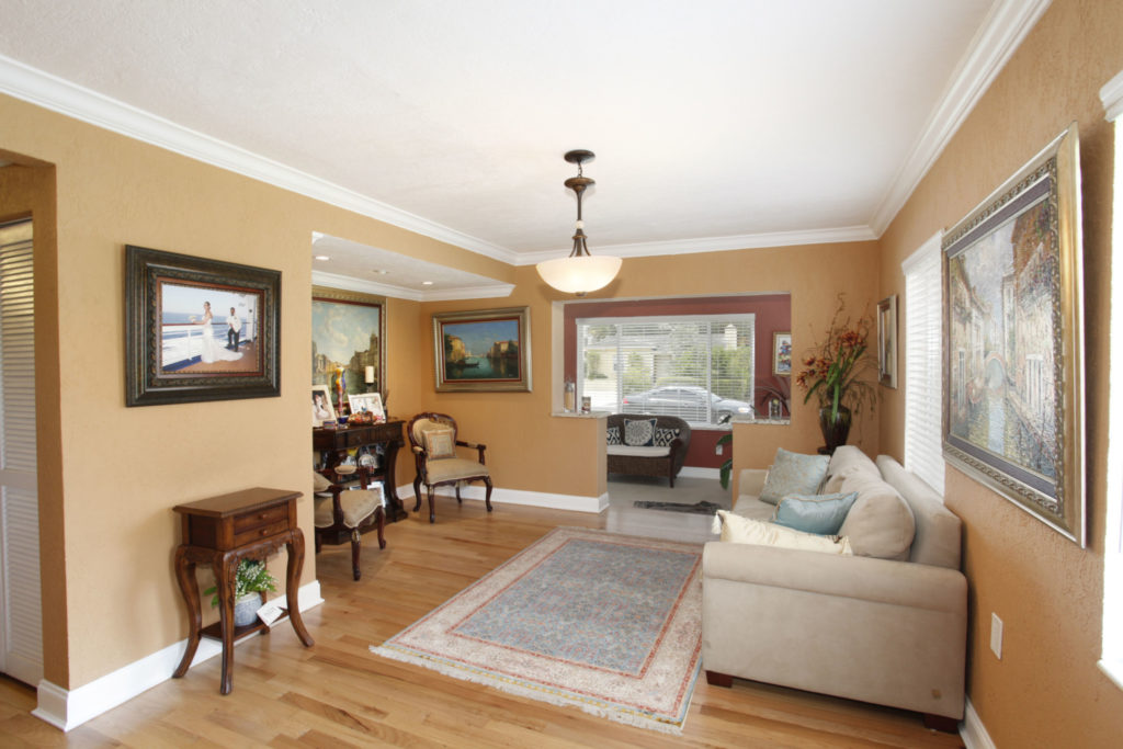 009-Living_Room-1792183-large
