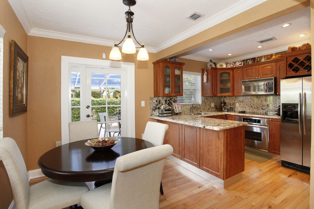 010-Dining_Room-1792187-large