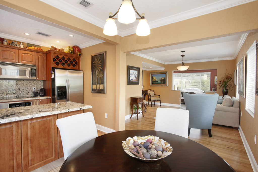 012-Dining_Room-1792188-large