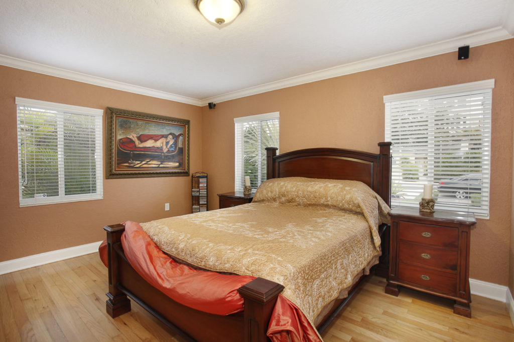 013-Master_Bedroom-1792196-large