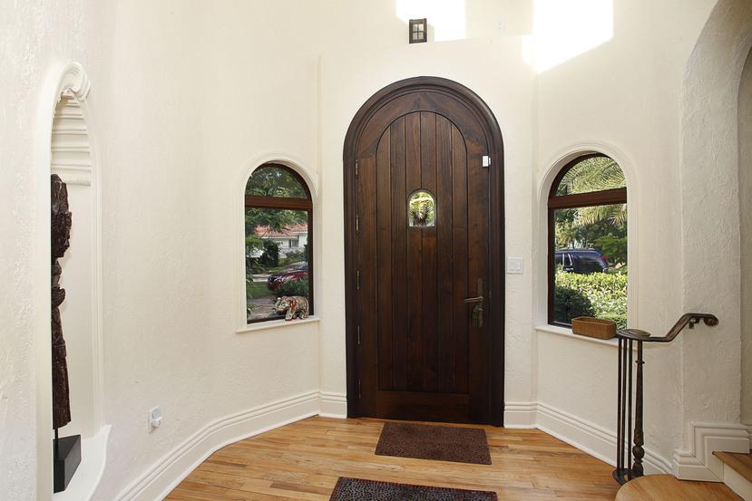 006-Foyer-2201269-small