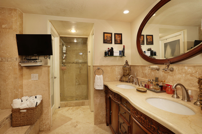 015-Master_Bathroom-3101566-small