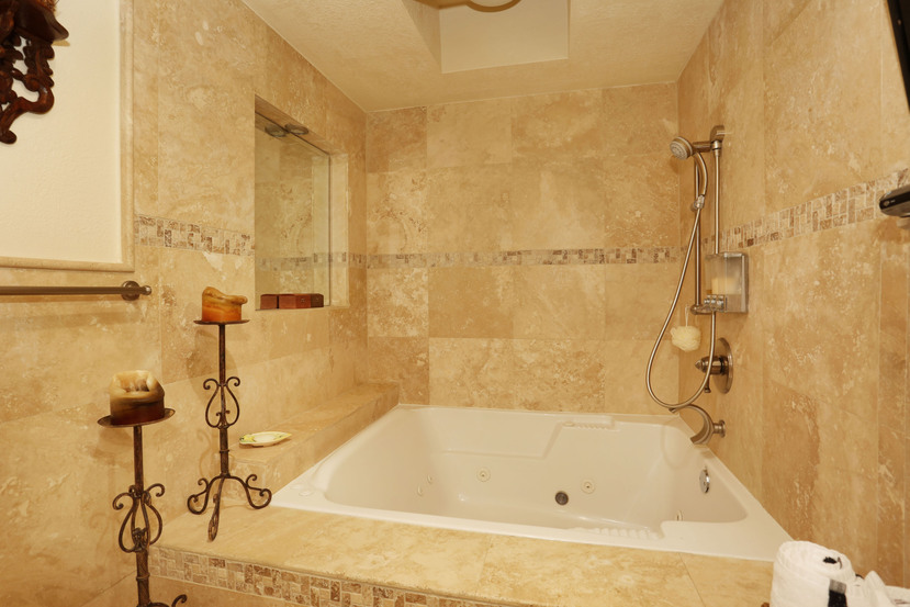 016-Master_Bathroom-3101568-small