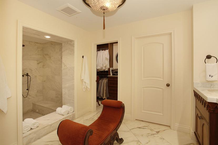 025-Master_Bathroom-2201286-small