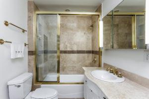 036-Bathroom-2979442-medium