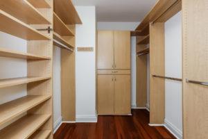 042-Walk_In_Closet-2979470-medium